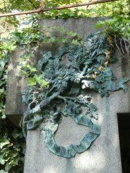 Ornements de la sépulture Andrade – Cimetière du Père Lachaise – Paris (75020)