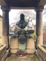 Buste et médaillon de la sépulture Bouchut – Cimetière de Montparnasse – Paris (75014)