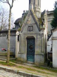 Portes de chapelles sépulcrales et corbeille – Division 55 – Cimetière du Père Lachaise – Paris (75020)