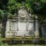 Entourages de tombes, croix et corbeille - Division 18 - Cimetière du Père Lachaise - Paris (75020) - Image6