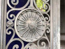 Corbeilles, entourages et portes de chapelles sépulcrales – Cimetière du Père Lachaise- division71, 2e section – Paris (75020)