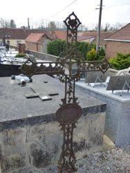 Croix funéraire – cimetière – Herly
