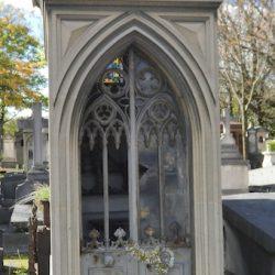 Portes de chapelles sépulcrales (3) – Division 82 – Cimetière du Père Lachaise – Paris (75020)