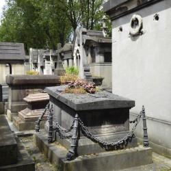 Ornements de sépulture (entourages) – Division 92 – Cimetière du Père Lachaise – Paris (75020)