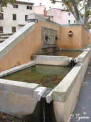 Fontaine-lavoir – Villars