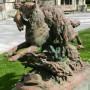 Loup emportant un agneau et poursuivi par un petit chien – Abbeville