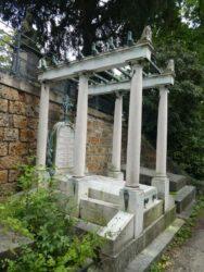 Ornements de la sépulture Hoenstschell – Cimetière du Père-Lachaise – Paris (75020)