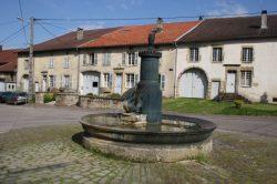 Fontaine au cygne – Robécourt (cygne volé)