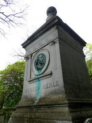 Médaillon de la sépulture Hugues Merle – Cimetière du Père Lachaise – Paris (75020)