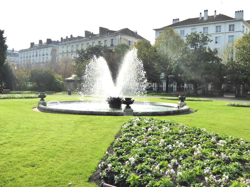 Bassin avec jet d\'eau et vases (6) – Jardin Léon Bonnat ...