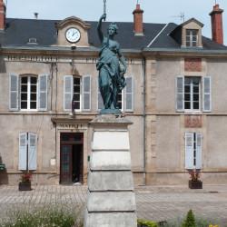 La République – Place de la Mairie – Châtel-de-Neuvre