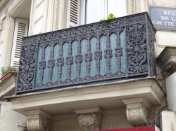 Balcons et porte – Rue de la Goutte-d'Or – Paris (75018)