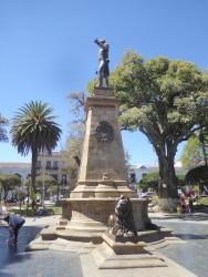 Monumento al mariscal Antonio José de Sucre – plaza 25 de Mayo – Sucre