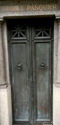 Portes de chapelles sépulcrales (4) – Division 36 – Cimetière du Père Lachaise – Paris (75020)