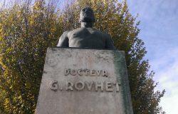 Monument au Docteur Rouhet  (fondu et remplacé) – Monségur