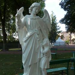 Ange et enfant – Parc des Chapelains – Paray-le-Monial