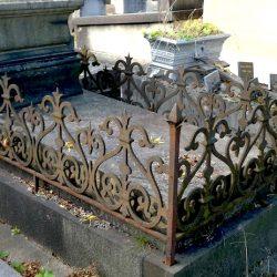 Entourages de tombes – Division 81 – Cimetière du Père Lachaise – Paris (75020)