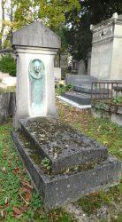 Médaillon d'Irma Crosnier – Cimetière du Père Lachaise – Paris (75020)