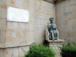 Statue de Saint Pierre assis – Valfleury