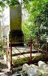 Entourages de tombes – Division 11 – Cimetière du Père-Lachaise – Paris (75020)