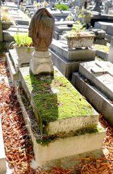 Urne funéraire de la sépulture Pierre Bergé – Cimetière du père Lachaise – Paris (75020)