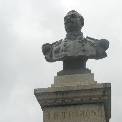 Monument au general Tramond Corrèze