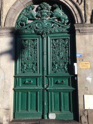 Porte –  panneaux de porte et archivolte – Clermont-Ferrand