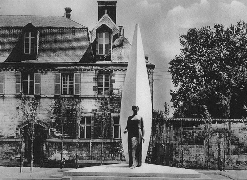 Monument du cent cinquantenaire de l cole des arts et for Code postal chalon en champagne