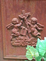 Portes de chapelles sépulcrales (1) – Division 72 – Cimetière du Père Lachaise – Paris (75020)