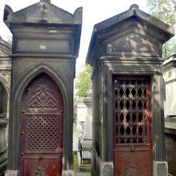 Portes de chapelles sépulcrales (2) – Division 85 – Cimetière du Père Lachaise – Paris (75020)