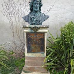 Monument à Raymond Lafage – Lisle-sur-Tarn