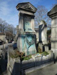 Sépulture de Claude Vignon (buste volé) – Cimetière du Père-Lachaise – Paris 75020