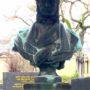 Buste et médaillon de la sépulture Bouchut - Cimetière de Montparnasse - Paris (75014) - Image1
