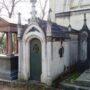 Portes de chapelles sépulcrales et corbeille - Division 55 - Cimetière du Père Lachaise - Paris (75020) - Image1