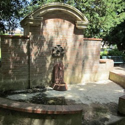 Fontaine d'applique – Pamiers