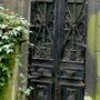 Portes de chapelles sépulcrales - Division 17 - Cimetière du Père Lachaise - Paris (75020) - Image1