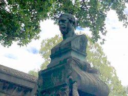 Buste de Jean-Pierre Barillet – Cimetière du Père Lachaise – Paris (75020)