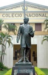 Dr. Benjamín Aceval (statue de)  – Asunción
