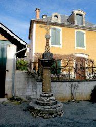Croix – Place Belvezet – Limogne-en Quercy
