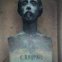 Buste et médaillon de la sépulture Raspail - Cimetière de Montparnasse - Paris (75014) - Image1
