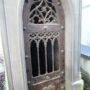 Portes de chapelles sépulcrales et corbeille - Division 55 - Cimetière du Père Lachaise - Paris (75020) - Image2