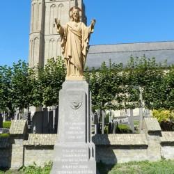 Sacré-Cœur et monument aux morts – Esen