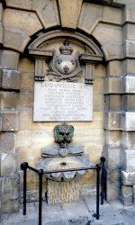 Mascaron de la fontaine de la Croix du Trahoir – Rue de l'Arbre-Sec – Paris (75001)