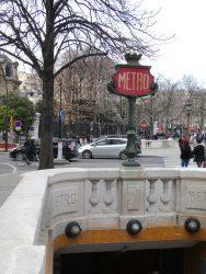 Entrée de métro – Paris (75008)