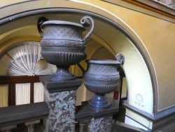 Vases à godrons et guillochis (4) – Palacio Municipal – La Plata