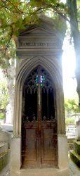 Portes de chapelles sépulcrales (2) – Division 44 – Cimetière du Père Lachaise – Paris (75020)