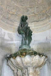 Fontaine de l'Ourq (dite Joyeuse)  – Rue de Turenne – Paris (75004)