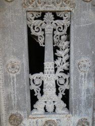 Portes de chapelles sépulcrales (1) – Division 49 – Cimetière du Père Lachaise – Paris (75020)