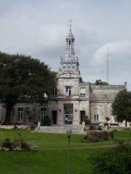 Candélabres et campanile – Hôtel de ville – Cognac