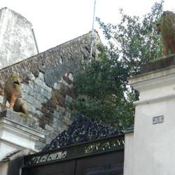 Paire de lions assis – Montreuil-sur-Mer